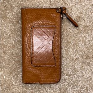 Preowned Burberry wallet. Tan good condition